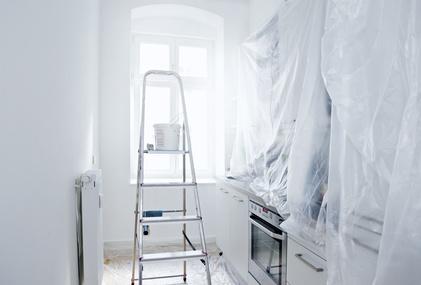 Küche, die für die Renovierung vorbereitet ist